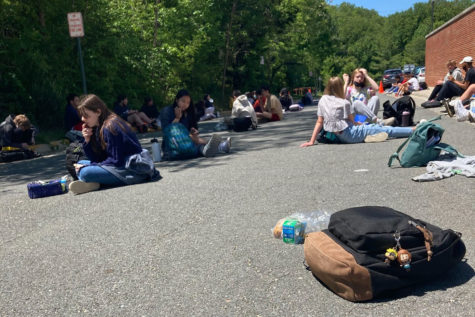 Students who chose to come back for in person school also have a choice about where to eat their lunches.  During their lunch break, students may choose to eat outside in the Kiss-and-Ride loop on white dots spaced 6 feet apart. It's a popular option, and many students enjoy the time outside.